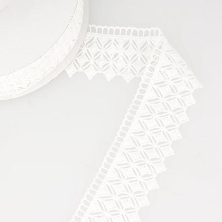 Diamond shape guipure