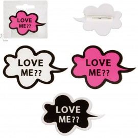 "BROCHE ""LOVE ME?"" 60x40mm"