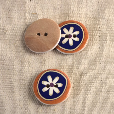 Decorated wooden button